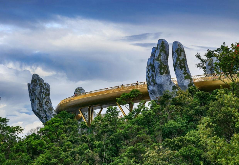 Golden Bridge in Da Nang: photos