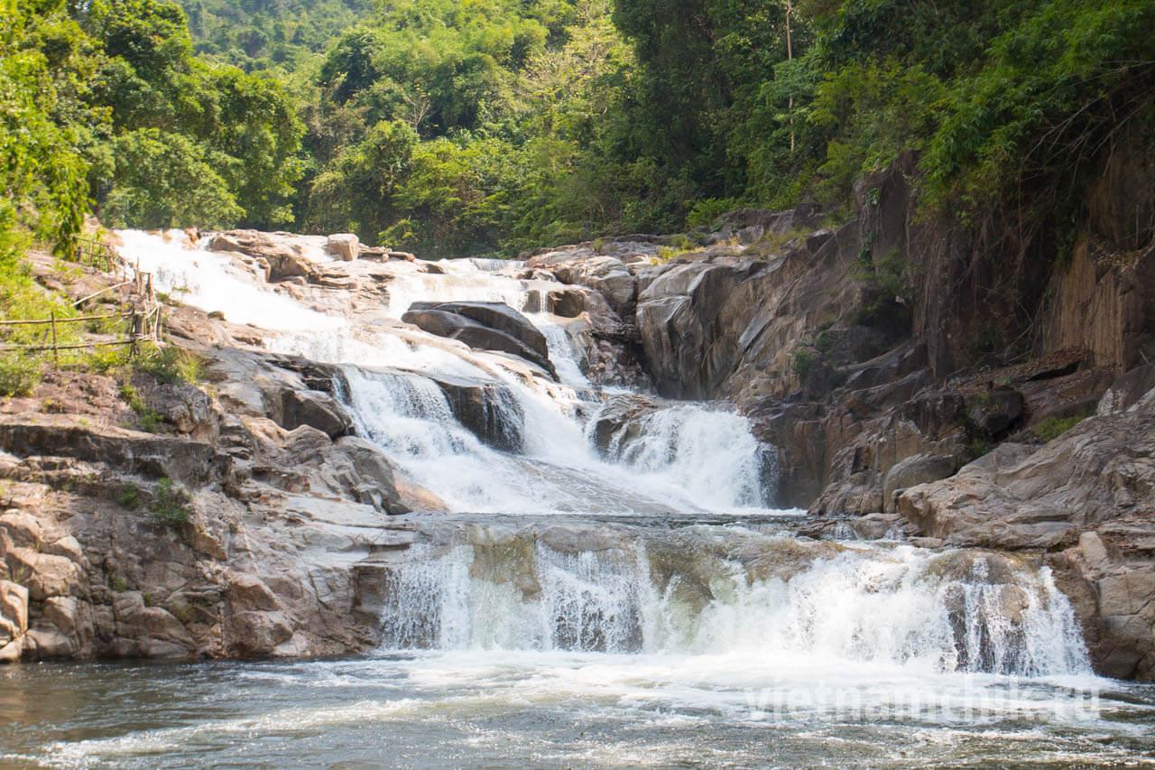 Янг Бэй Водопады