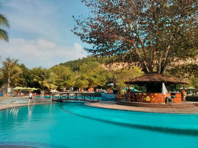 Bar, pool, music. Holiday on the island of Hon Tam