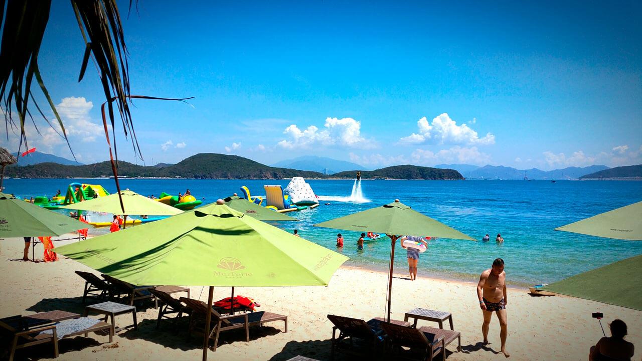 Пляж, море, песок, водные аттракционы