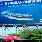 Вывеска указатель на судостроительный завод Hyundai в Нячанге