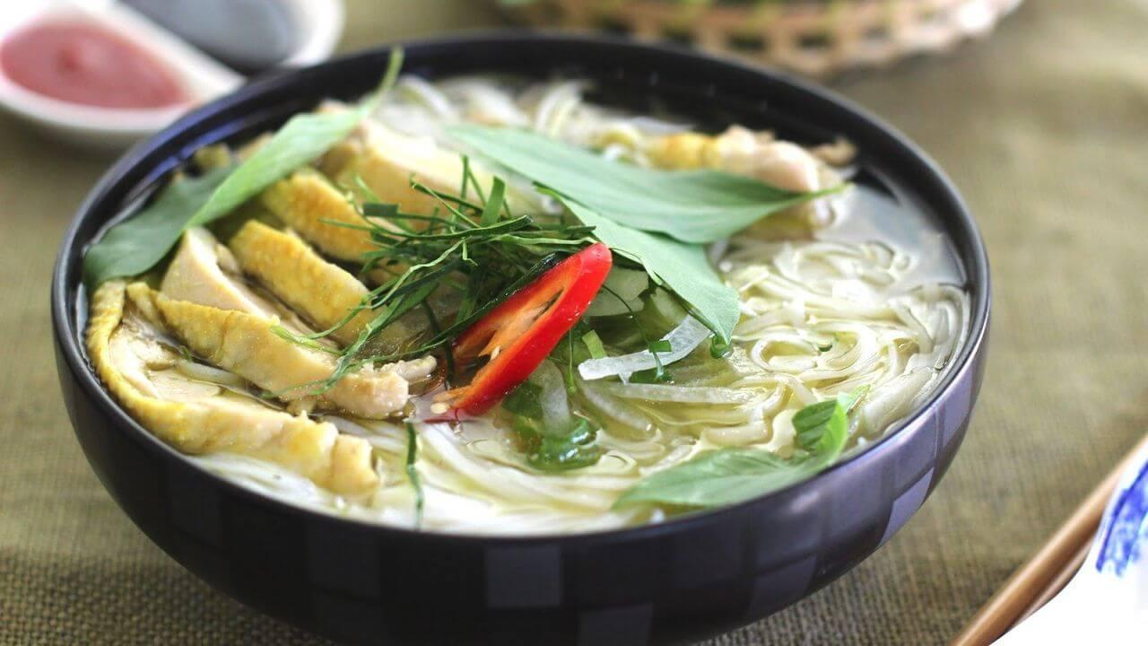 phở gà - chicken soup pho