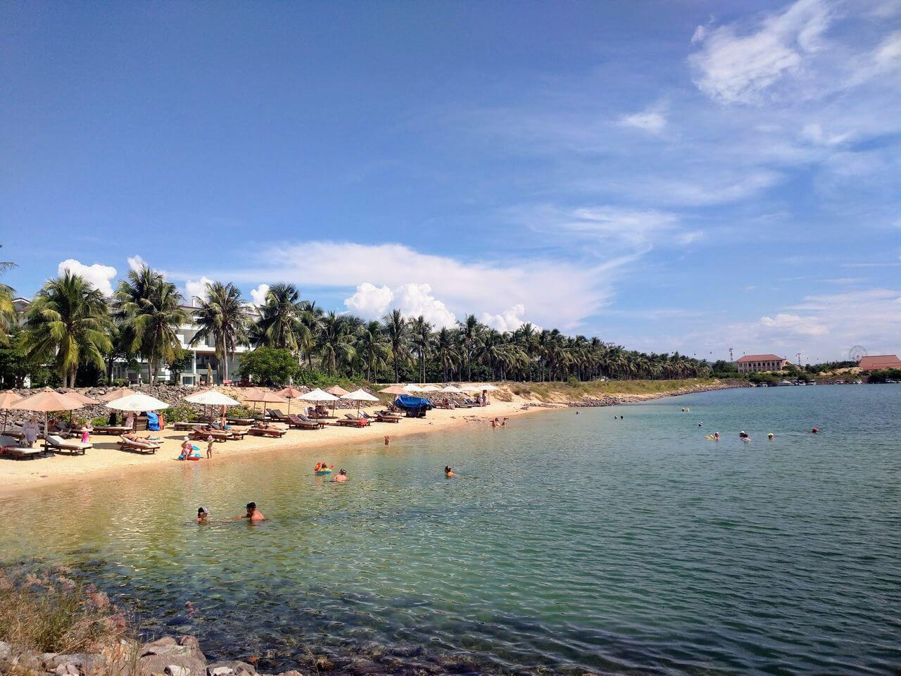 Paragon Beach is located 10 km from the center of Nha Trang