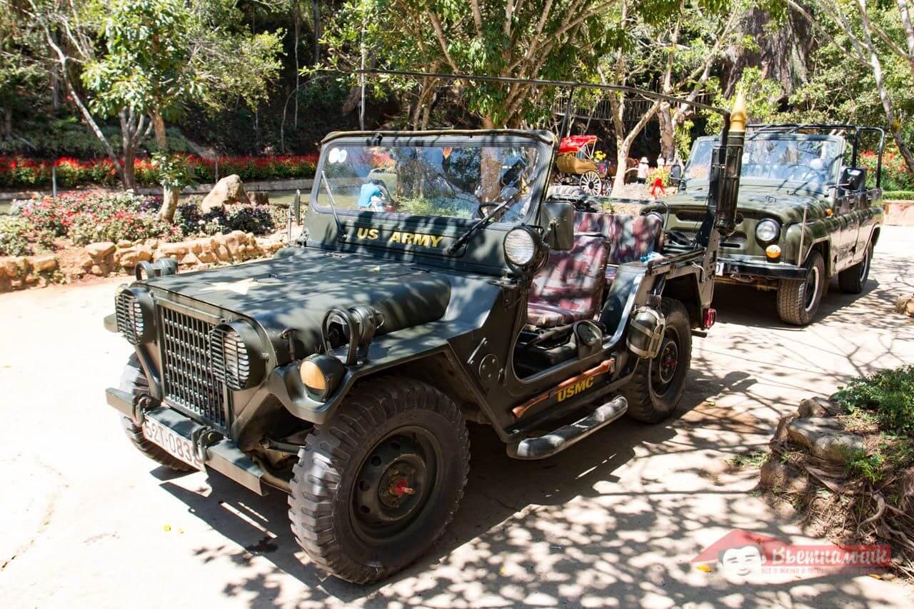 Советский автомобиль УАЗ во Вьетнаме