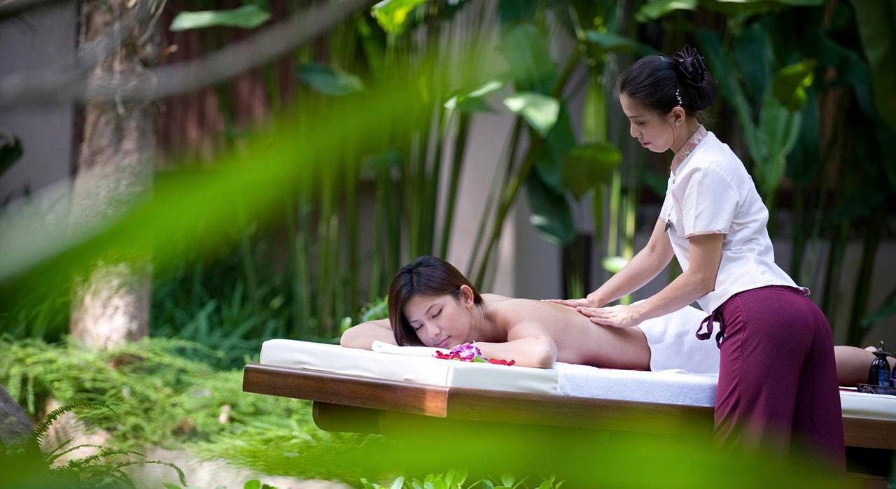 Work in the spa salon