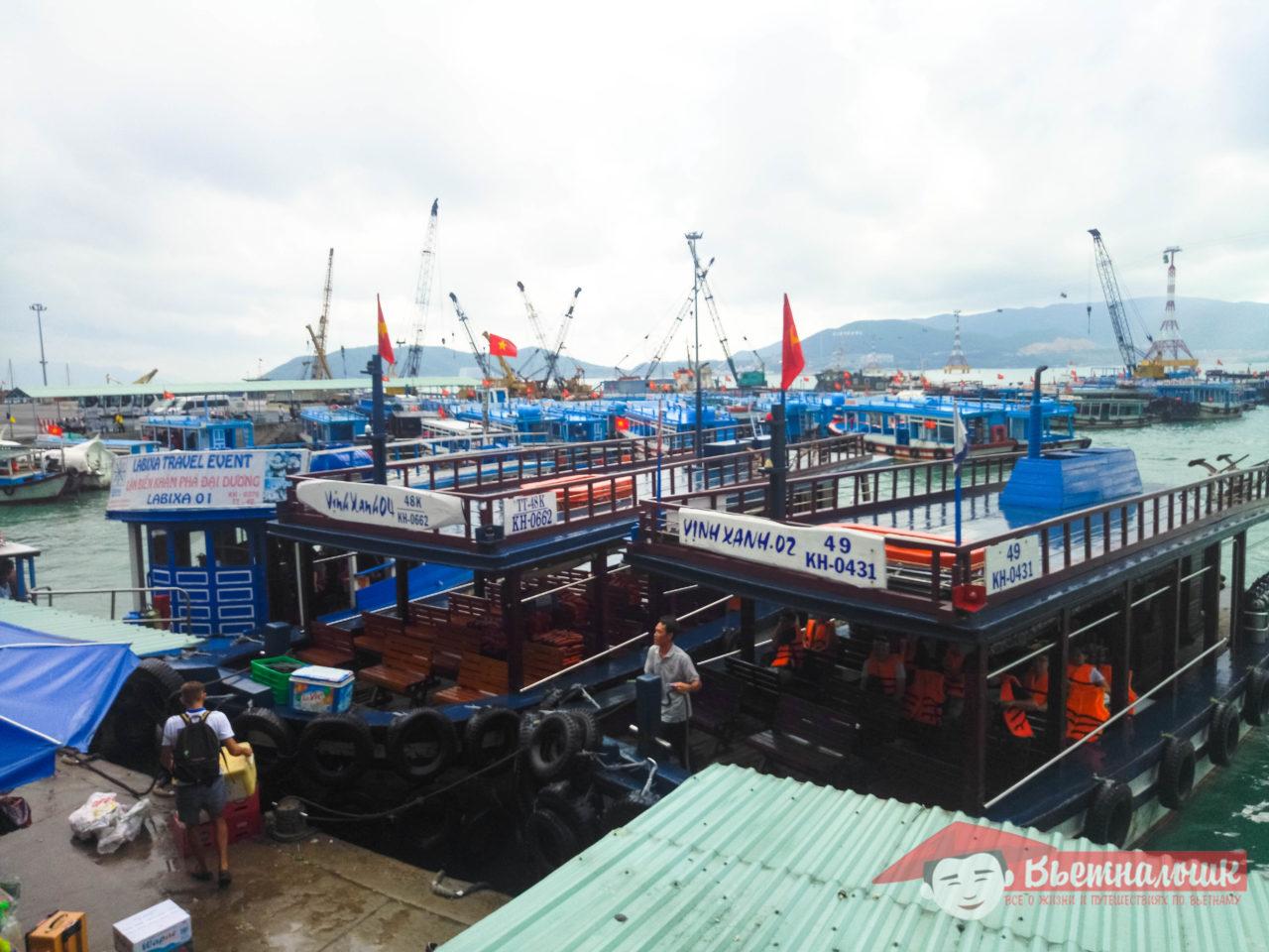 Вьетнамские лодки для экскурсий
