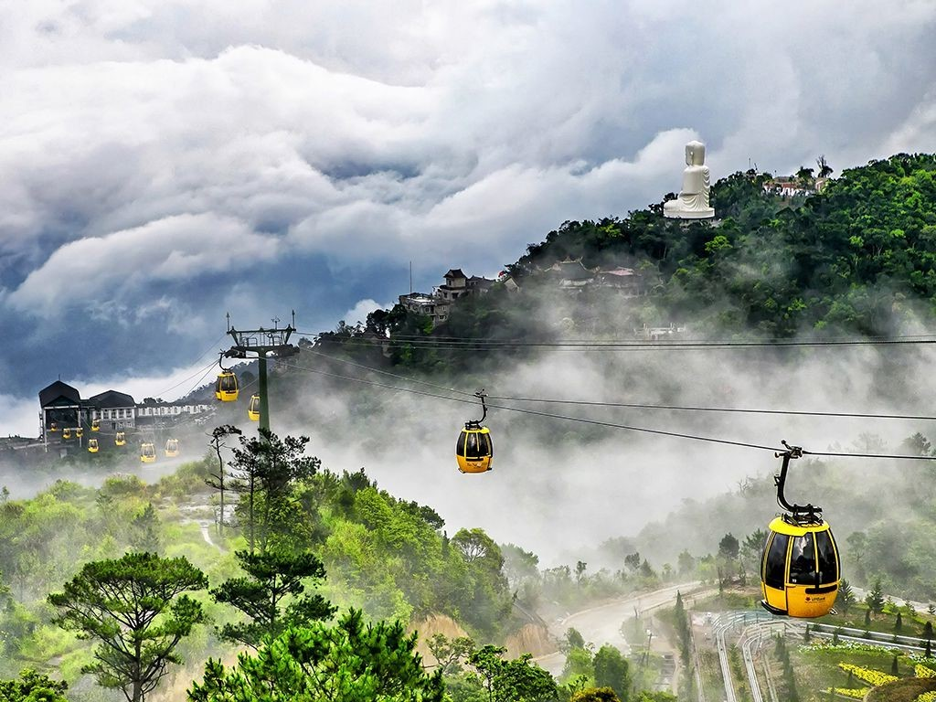 Cable car to the top of the mountain Ba Na Hills