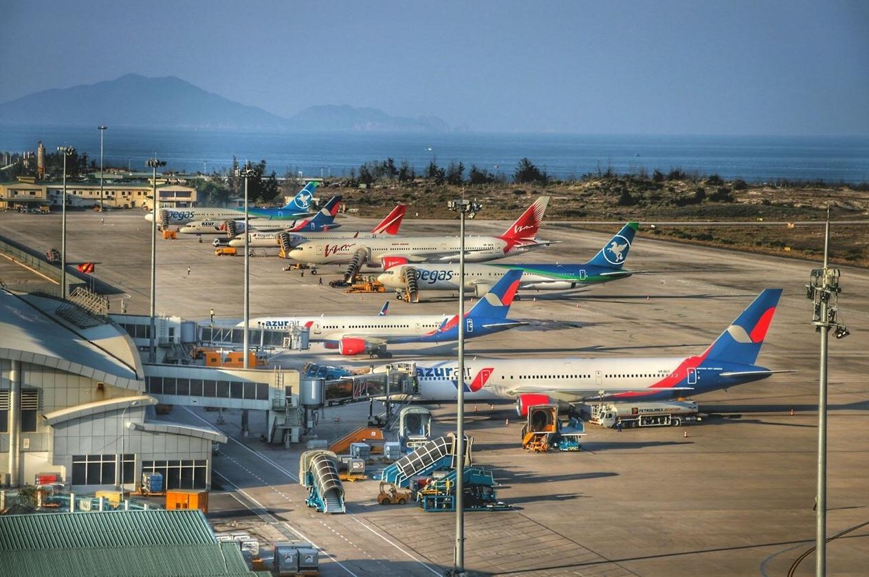 Самолет в Камрани