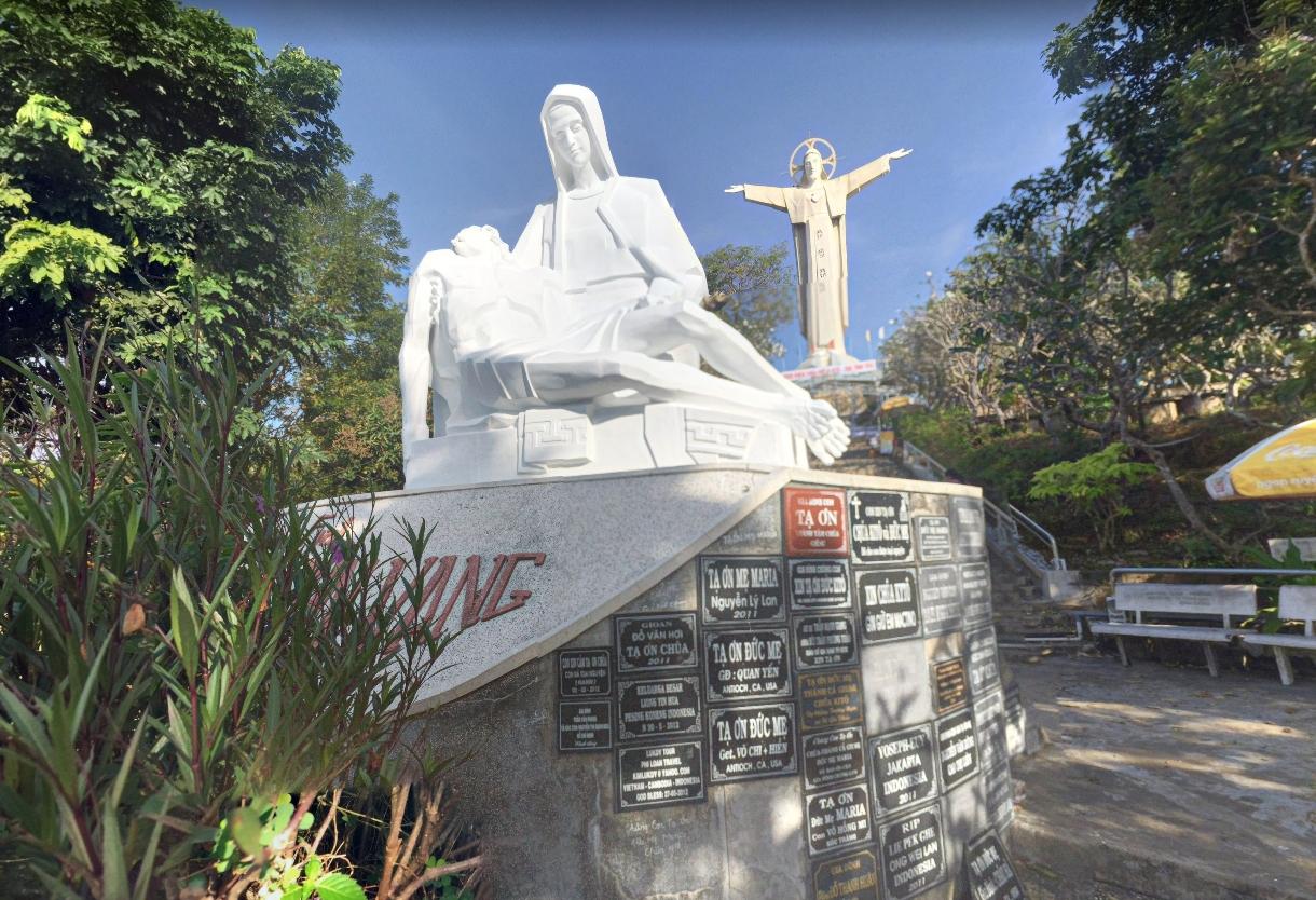 Богородица, держащая Христа снятого с креста